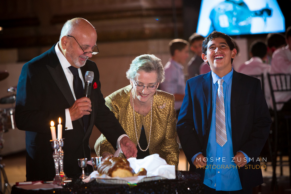 Bar-Mitzvah-photographer-moshe-zusman-RSVP-mellon-auditorium-56.jpg