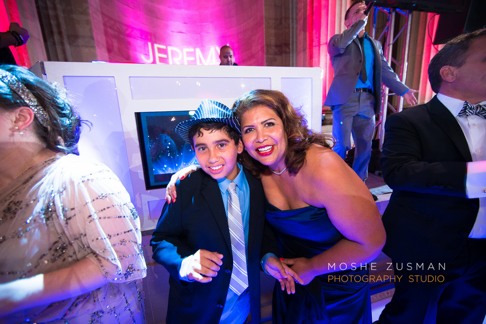 Bar-Mitzvah-photographer-moshe-zusman-RSVP-mellon-auditorium-55.jpg