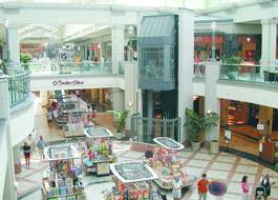 Atrium of Mayfair Mall, locateddirectly across the street from the Host Hotel!