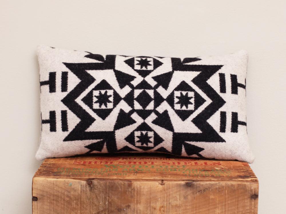 Pillow _W+B_smA.png