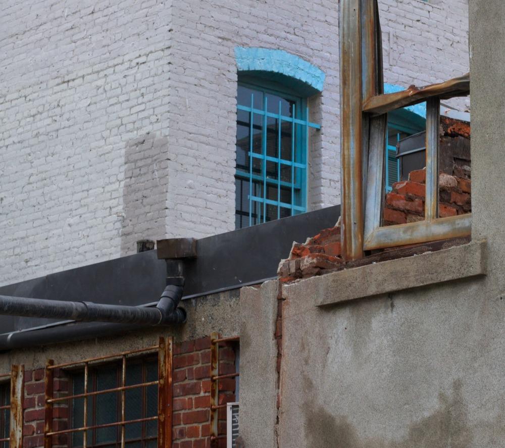 2010-12-18 at 10-26-51 urban decay destruction window demolition.jpg
