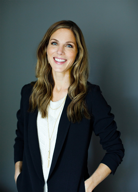 Elizabeth Pasquinelli Profile Shot.jpg