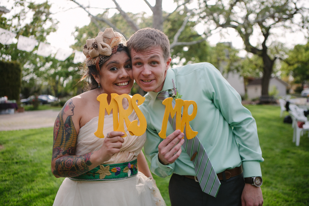Mr&Mrs_wedding_signs.jpg