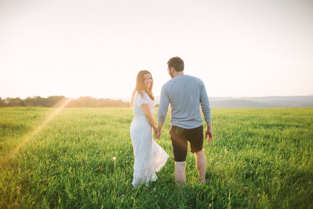 boho_field_engagement_shoot_vermont_wedding_photographer