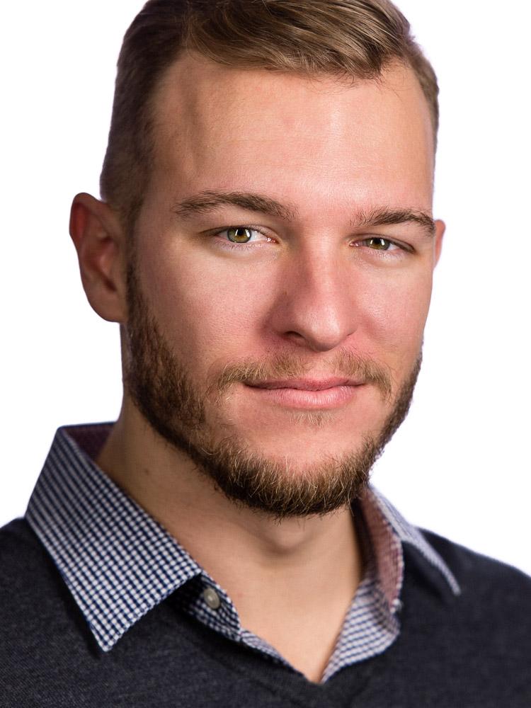 Erik Valind Headshot.jpg