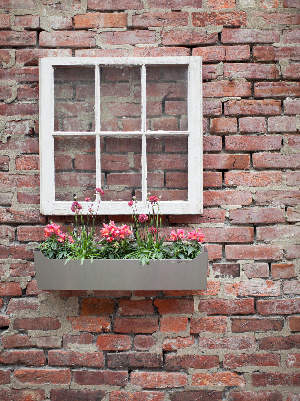 so2011009_window_planter.jpg