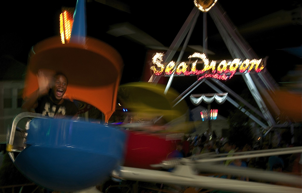 A child waves to herparents on the Kiddie Wheel inRehoboth Beach, Delaware.