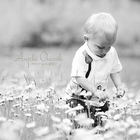 Already dreaming of spring 🌷 www.angelajeanphotography.com #ctfamilyphotographer #happynewyear #babysmiles #ct #love #babysmiles #springflowers #connecticutphotographer #babiesandflowers #warmweather #photographyandflowers #angelajeanphotography