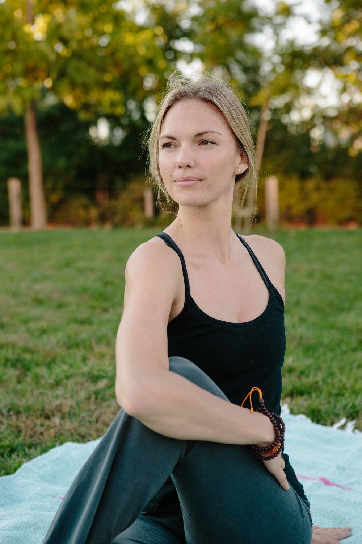 Amber_Yoga372.jpg