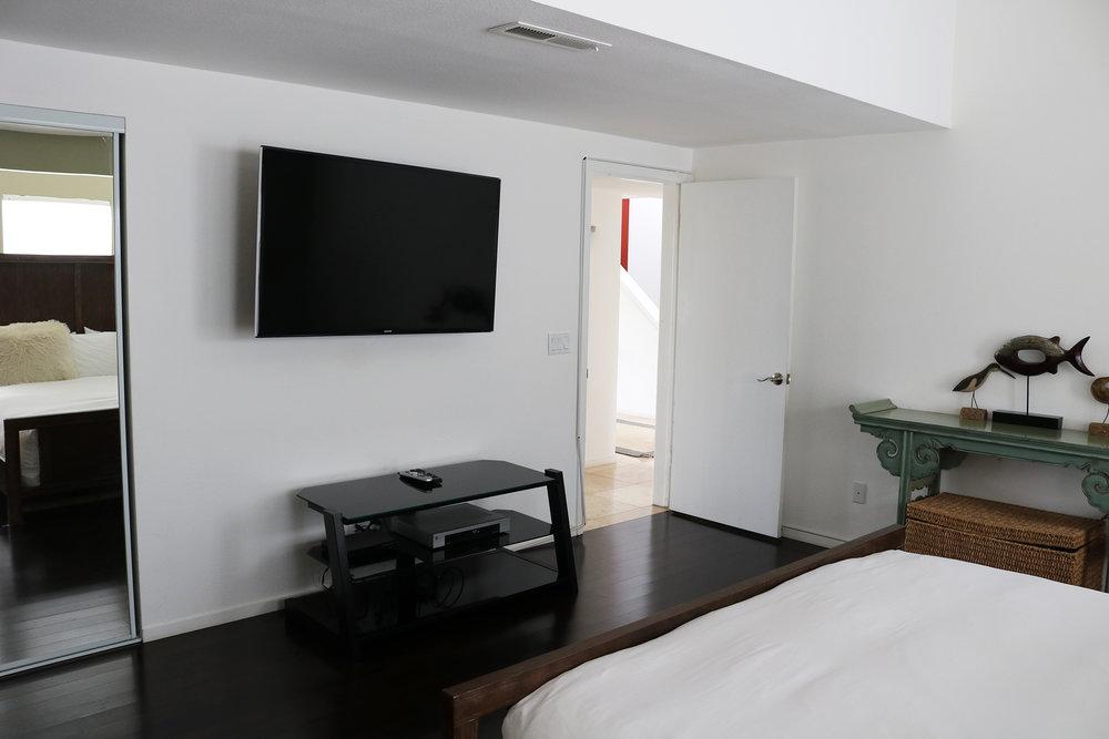 bedroom5-d.JPG