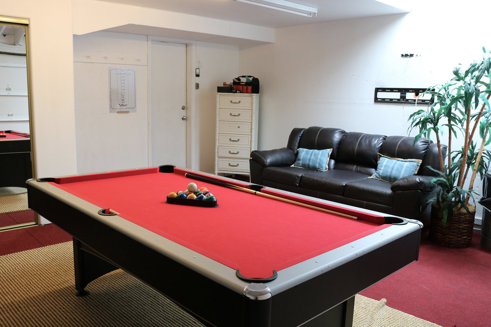garage-pool-table.JPG
