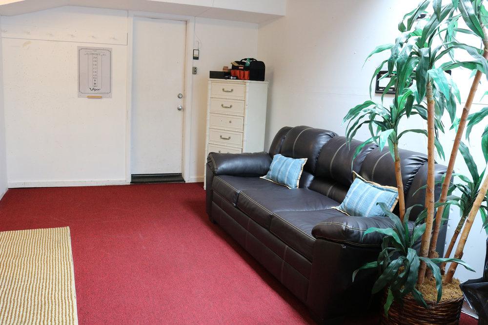 garage-sofa.JPG