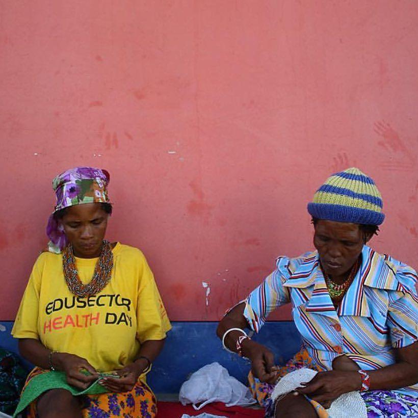 |Asa & Tci!xo beadweaving in Tsumkwe @meglawdon