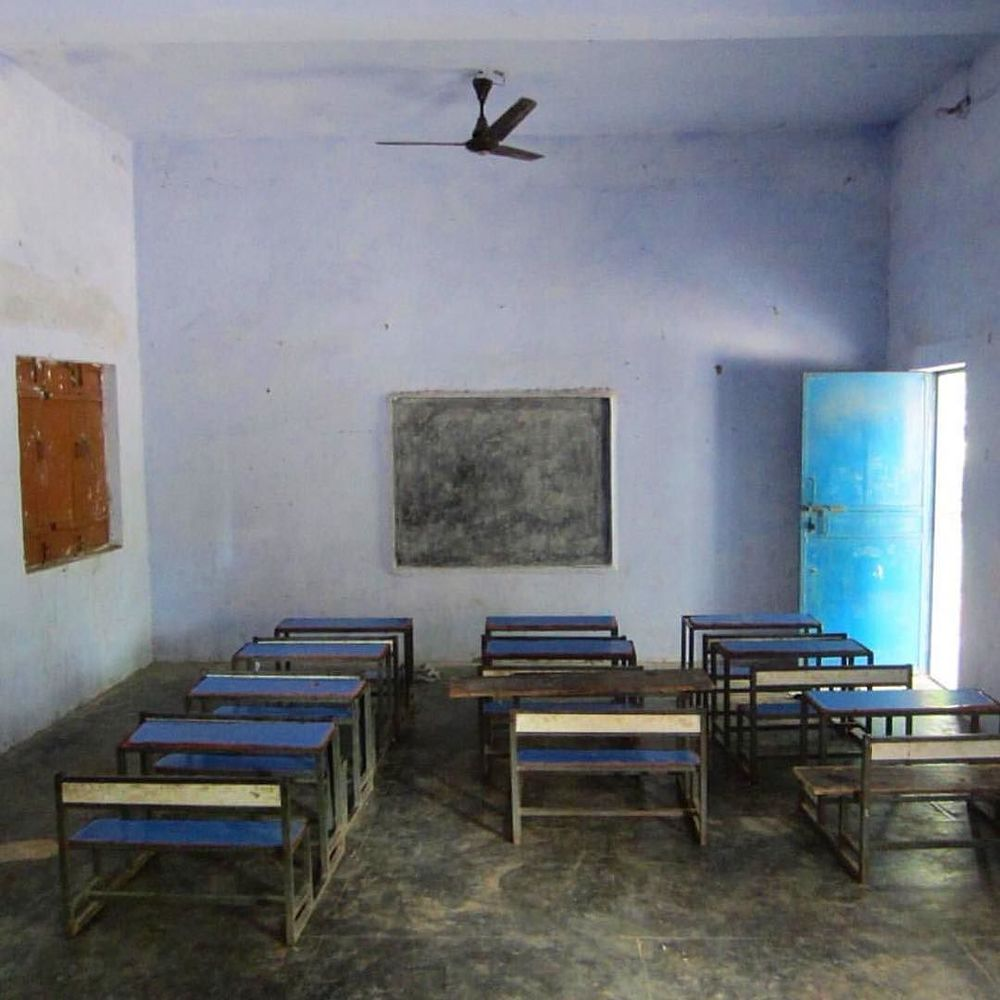 blue primary school in Janti Khurd