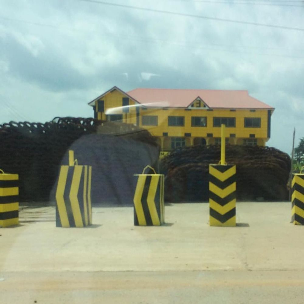 Ejisu, Ashanti, Ghana @100percentsilk_