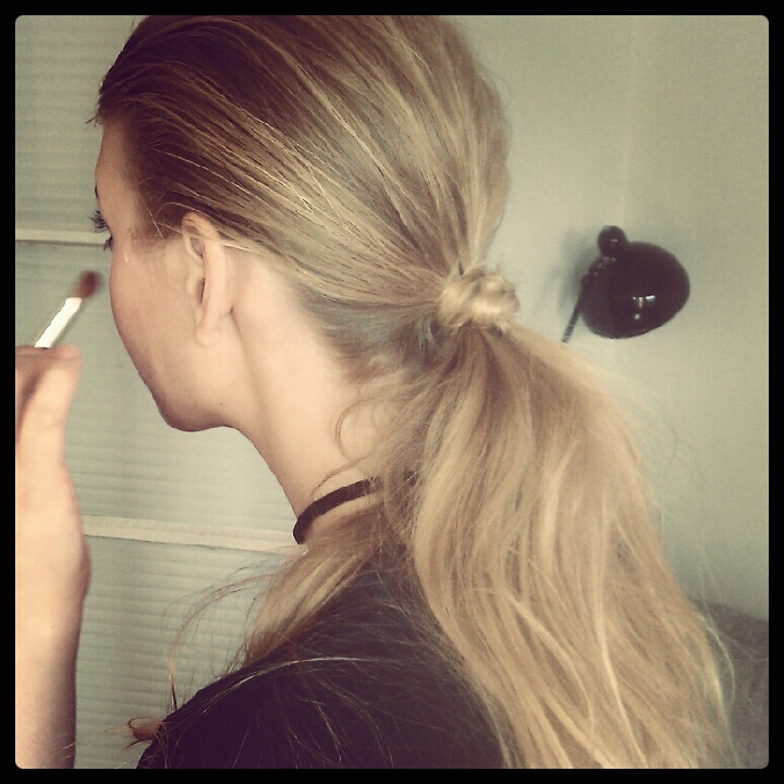 Knotted grunge ponytail using O&M