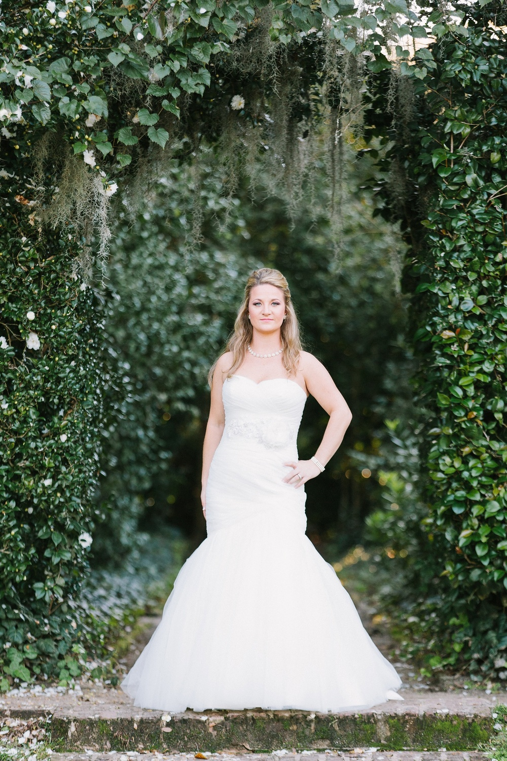 Lindsey_A_Miller_photography_bridal_portrait_middleton_plantation_charleston_sunset_spanish_moss_004.jpg