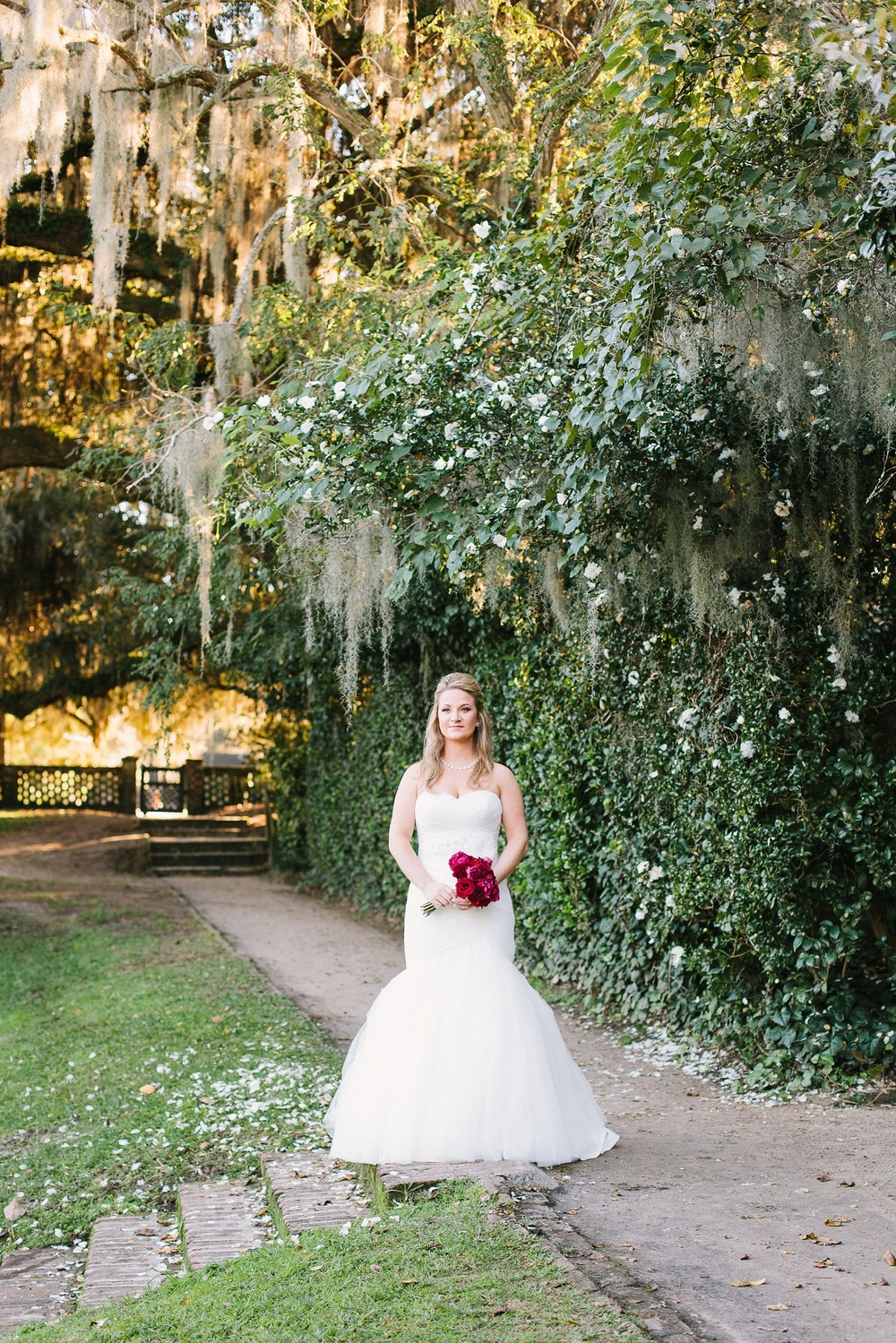 Lindsey_A_Miller_photography_bridal_portrait_middleton_plantation_charleston_sunset_spanish_moss_007.jpg