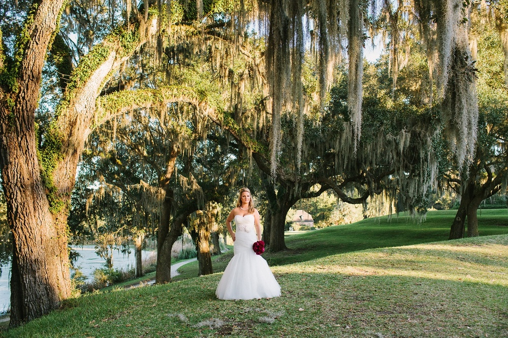 Lindsey_A_Miller_photography_bridal_portrait_middleton_plantation_charleston_sunset_spanish_moss_009.jpg
