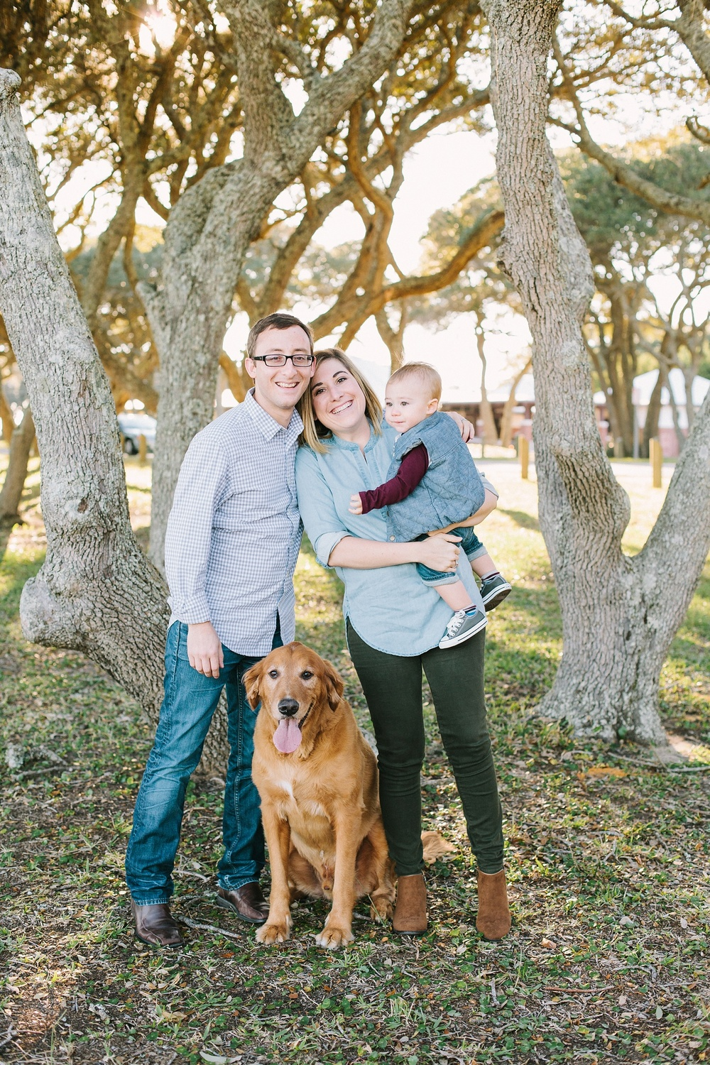 Lindsey_A_Miller_photography_family_portrait_carolina_beach_kure_fort_fisher_oak_trees_dog_baby_north_carolina_005.jpg
