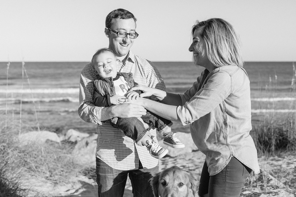 Lindsey_A_Miller_photography_family_portrait_carolina_beach_kure_fort_fisher_oak_trees_dog_baby_north_carolina_011.jpg