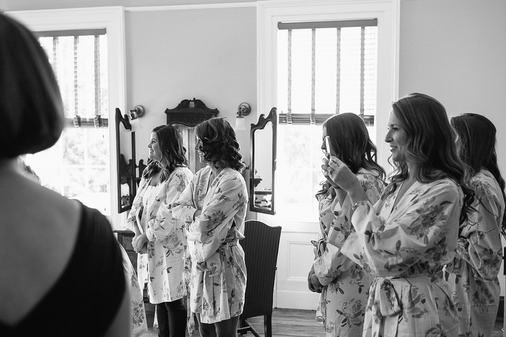 Lindsey_A_Miller_photography_charleston_mcleod_plantation_wedding_row_of_oaks_southern_classic_fall_spanish_moss_historic_home_029.jpg
