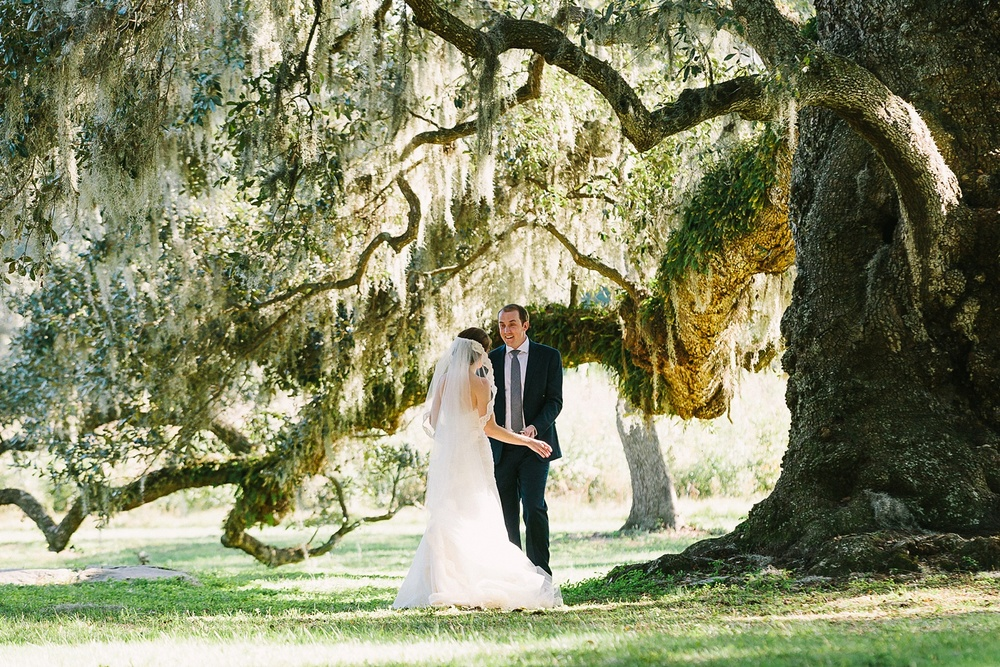 Lindsey_A_Miller_photography_charleston_mcleod_plantation_wedding_row_of_oaks_southern_classic_fall_spanish_moss_historic_home_037.jpg
