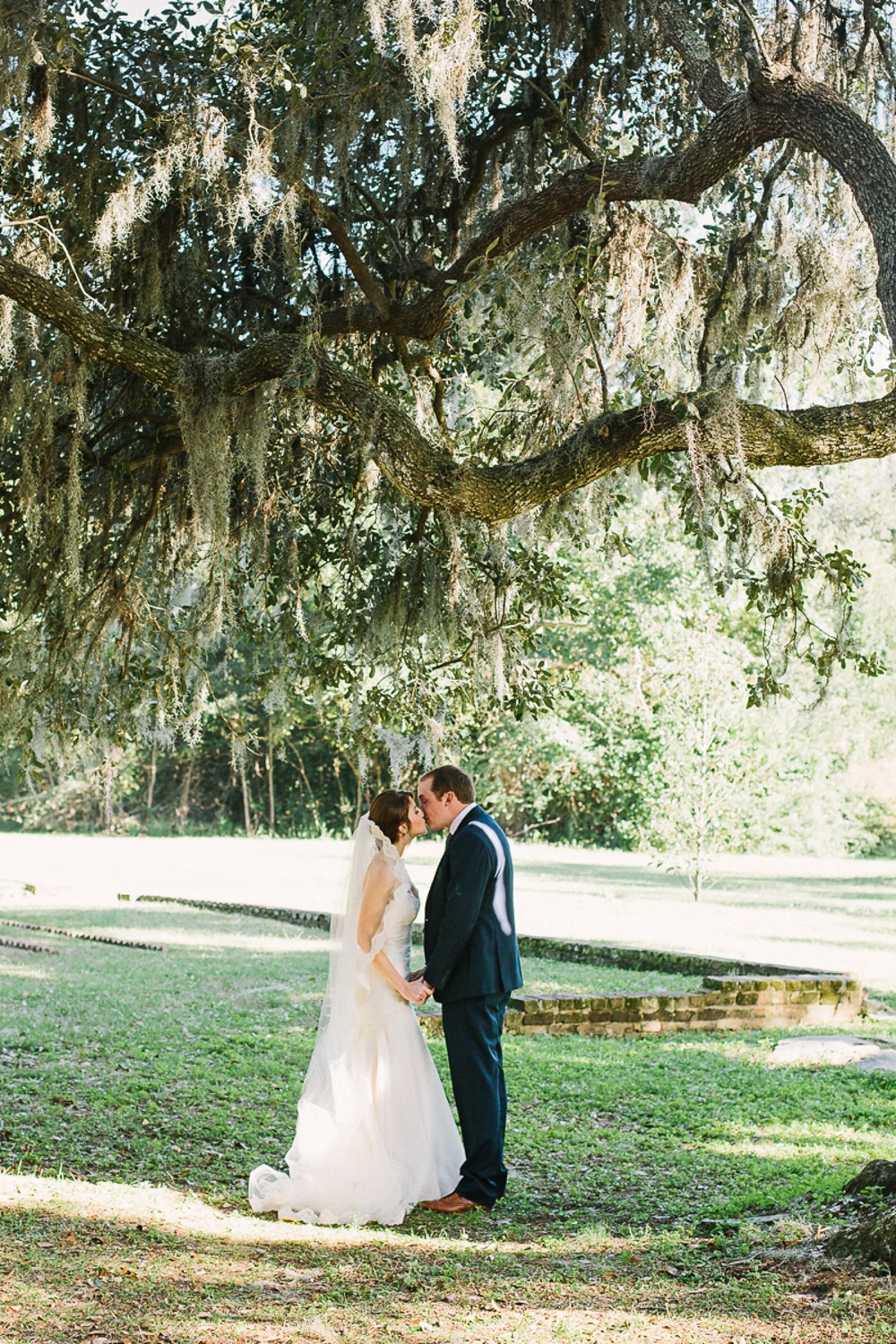 Lindsey_A_Miller_photography_charleston_mcleod_plantation_wedding_row_of_oaks_southern_classic_fall_spanish_moss_historic_home_038.jpg
