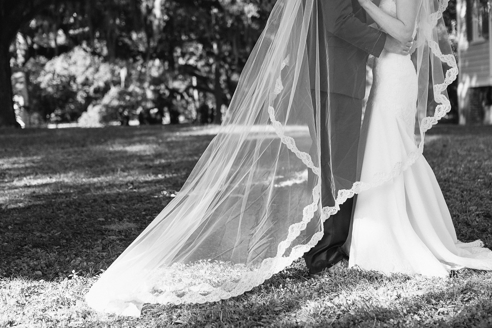 Lindsey_A_Miller_photography_charleston_mcleod_plantation_wedding_row_of_oaks_southern_classic_fall_spanish_moss_historic_home_042.jpg