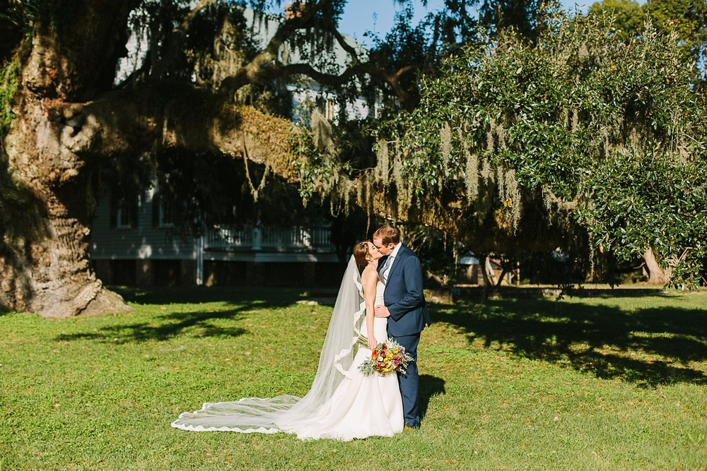 Lindsey_A_Miller_photography_charleston_mcleod_plantation_wedding_row_of_oaks_southern_classic_fall_spanish_moss_historic_home_043.jpg