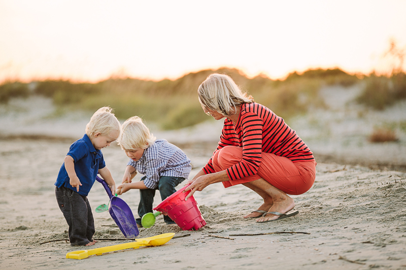 charleston_family_beach_photographer_lindseyamillerphotography_10.jpg