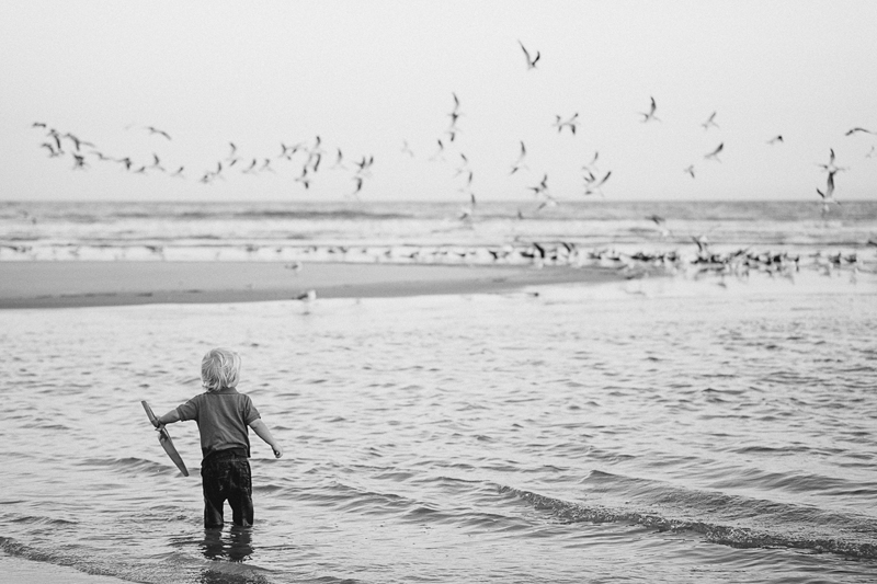 charleston_family_beach_photographer_lindseyamillerphotography_12.jpg
