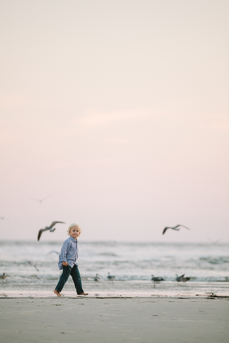 charleston_family_beach_photographer_lindseyamillerphotography_14.jpg