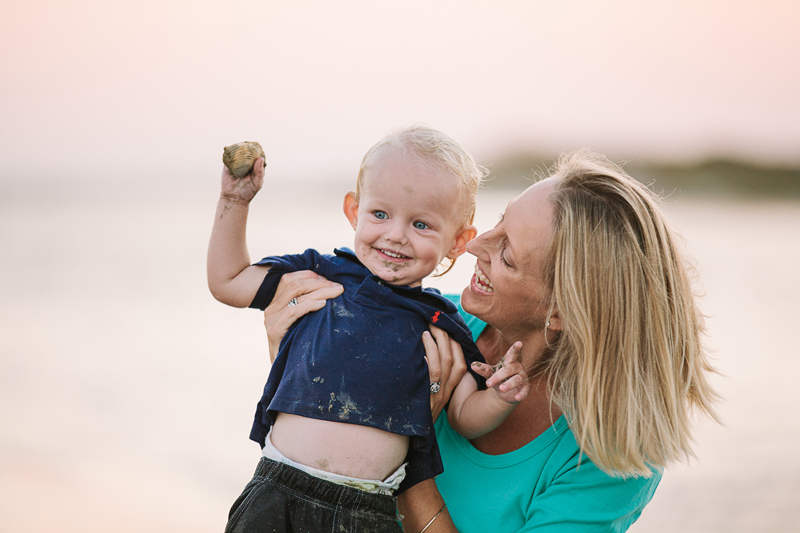 charleston_family_beach_photographer_lindseyamillerphotography_16.jpg