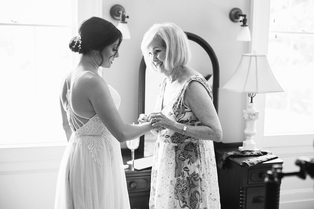 Lindsey_A_Miller_Photography_mcleod_plantation_wedding_charleston_south_carolina_clear_tent_spring_mod_events_017.jpg