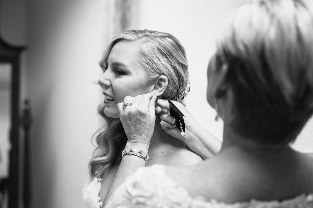 Lindsey_A_Miller_Photography_wedding_southport_community_building_bubbly_events_north_carolina_coasta_cannon_nautical_historic_007.jpg