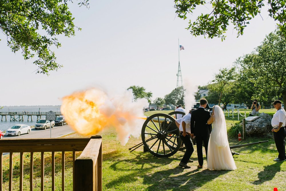 Lindsey_A_Miller_Photography_wedding_southport_community_building_bubbly_events_north_carolina_coasta_cannon_nautical_historic_028.jpg