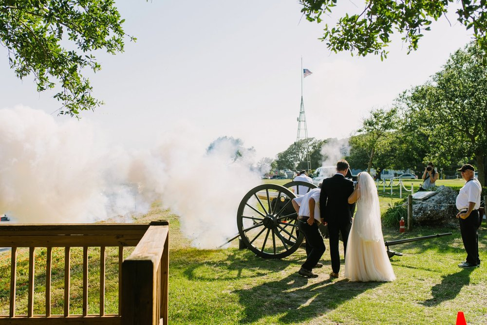 Lindsey_A_Miller_Photography_wedding_southport_community_building_bubbly_events_north_carolina_coasta_cannon_nautical_historic_029.jpg
