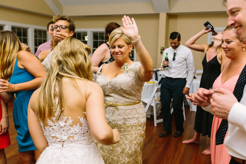 Lindsey_A_Miller_Photography_wedding_southport_community_building_bubbly_events_north_carolina_coasta_cannon_nautical_historic_099.jpg