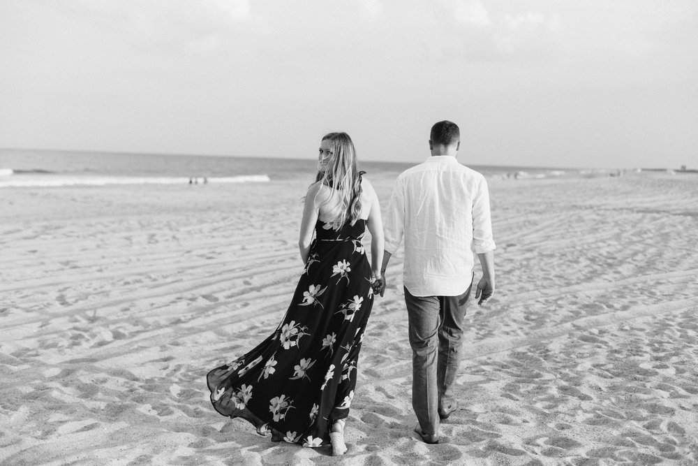 Fort-Fisher-engagement-session-beach-wilmington-north-carolina-lindseyamillerphotography_0006.jpg