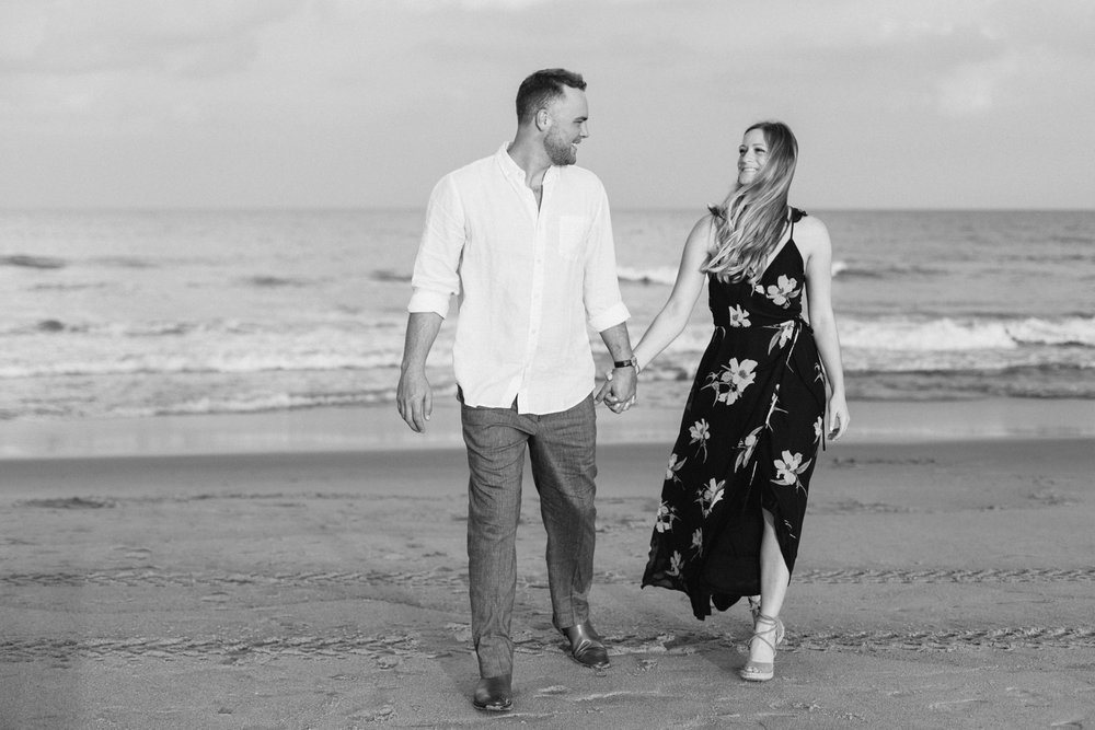 Fort-Fisher-engagement-session-beach-wilmington-north-carolina-lindseyamillerphotography_0012.jpg