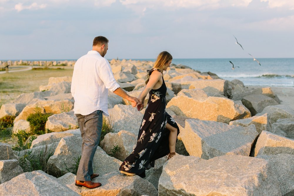 Fort-Fisher-engagement-session-beach-wilmington-north-carolina-lindseyamillerphotography_0013.jpg