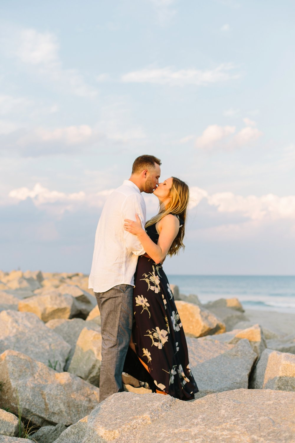 Fort-Fisher-engagement-session-beach-wilmington-north-carolina-lindseyamillerphotography_0014.jpg