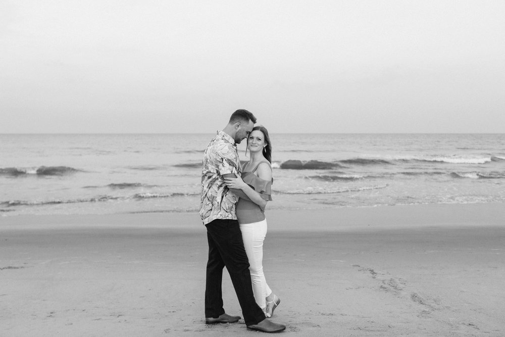 Fort-Fisher-engagement-session-beach-wilmington-north-carolina-lindseyamillerphotography_0022.jpg