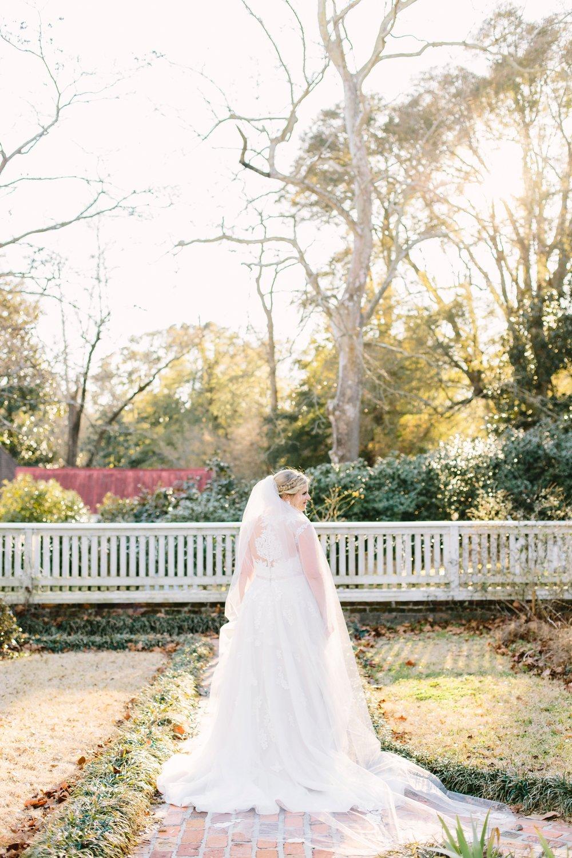lindseyamillerphotography-poplar-grove-wilmington-nc-bridal-portrait-southern-oak-garden-sunset-spring_0003.jpg