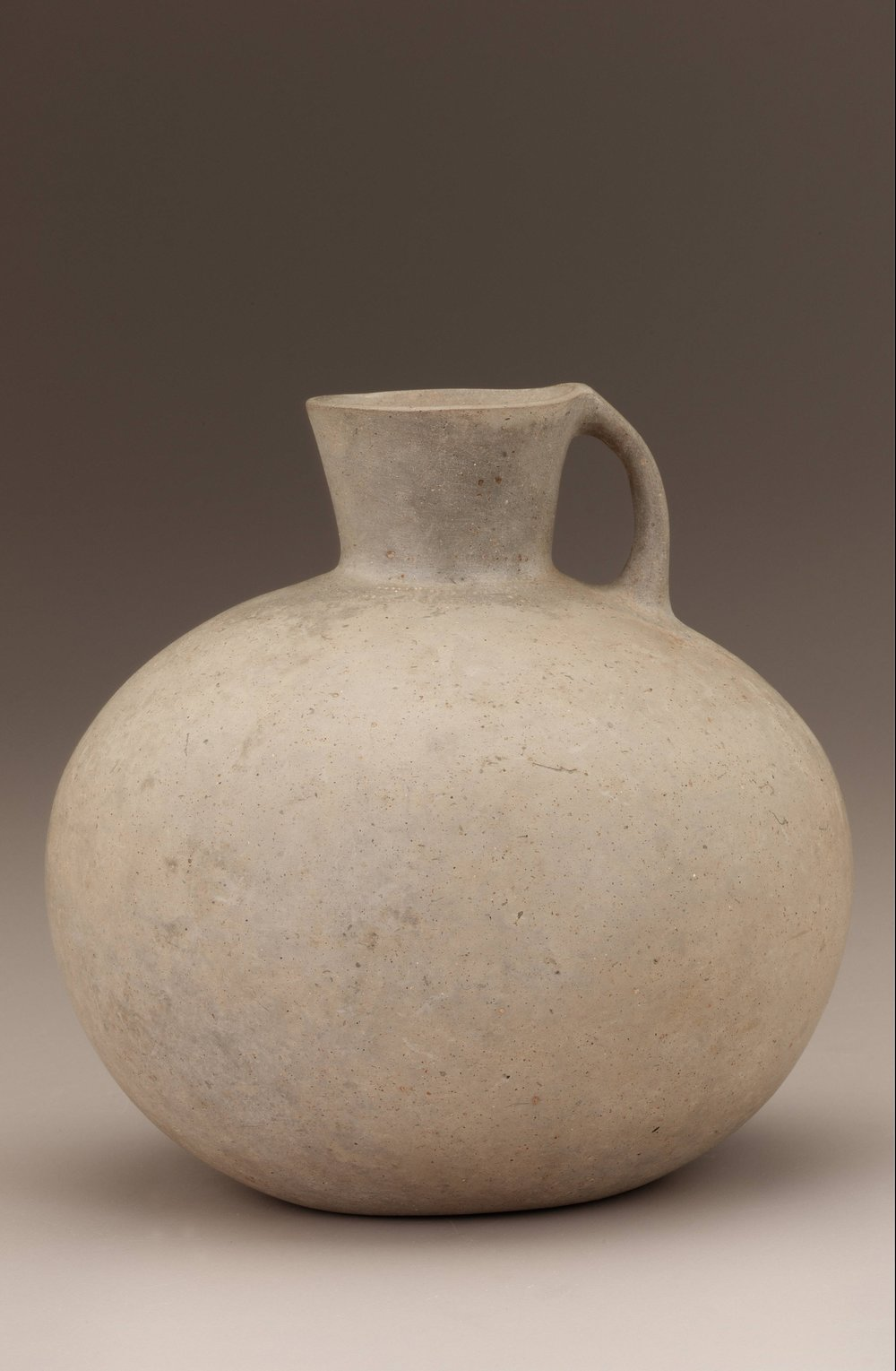 Earthenware Jar (1000 BCE) from the Freer Sackler Museum in Washington, DC