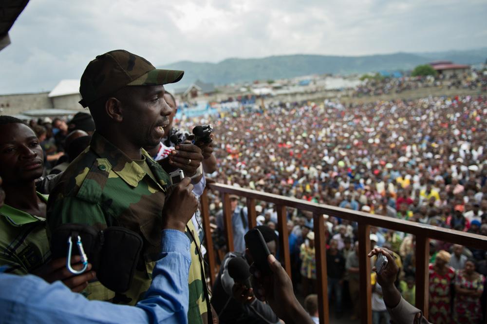 Col. Kazarama addresses the population in Goma