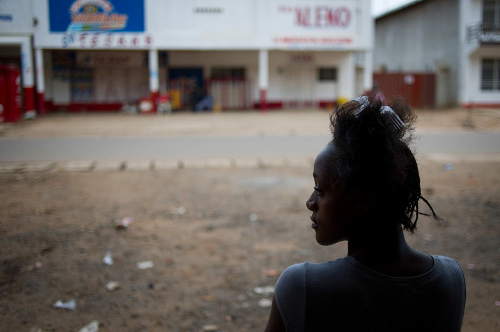 Waiting for hair extensions to be fitted — Lubumbashi, D. R. Congo