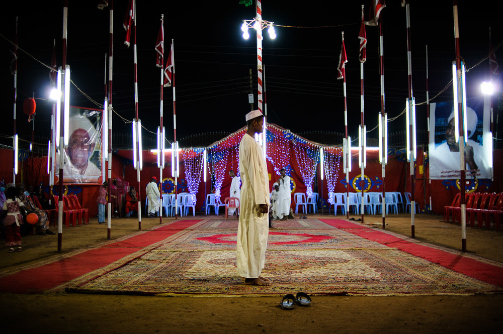 A young Sudanese sufi prays.