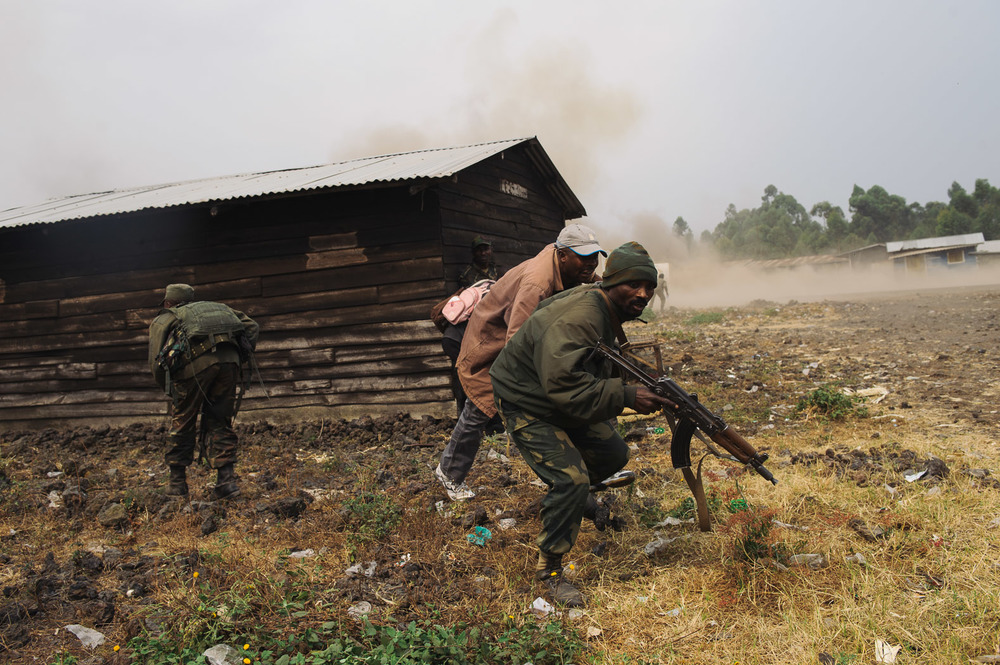 Heavy shelling around Kanyarucinya, formally the site of a spontaneous camp for displaced persons, caused thousands to flee. After several days of fighting, the Congolese army advanced a few kilometres.